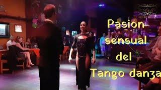 Sensualidad, Laly Victoria y Jonny Carvajal en A La Parrilla milonga