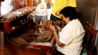preview picture of video 'Cuban Cigar Rolling in Trinidad, Cuba'