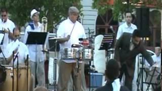 Salsa - JOSE LESLIE ESCOBAR y su ORQUESTA en La Plaza de Caguas, PR