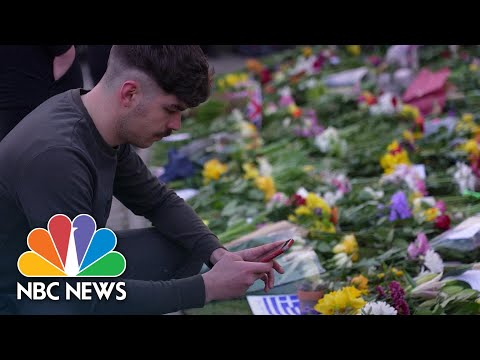 Mourners Lay Flowers At Windsor Castle For Prince Philip | NBC News NOW