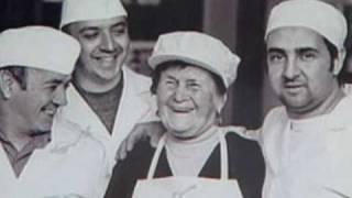 preview picture of video 'I dolci tipici di Siena: ricciarelli, panforte e cantucci. Le dolcezze di Nanni'