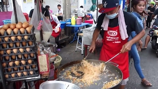 Street Food Of Bangkok -- $1 Pad Thai Noodle Master