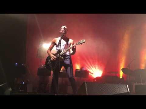 The Last Shadow Puppets - Is This What You Wanted live @ Olympia (Dublin 27 may 2016)