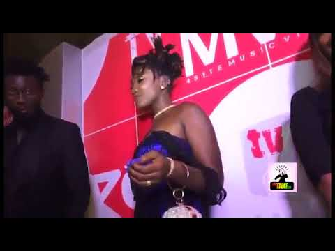 Ghana again, Ebony display her pusy on live program