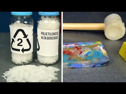 Hacer piezas de plástico reciclando el plástico de botellas.