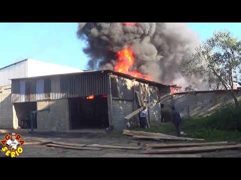 Incêndio Loja de Auto peças do Mineiro na entrada de Juquitiba