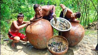 Unique Fish Trapping Under Big Pottery Pot - New Fishing By Smart Village Boys