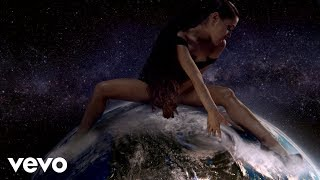 Download Video Ariana Grande - God is a woman MP3 3GP MP4