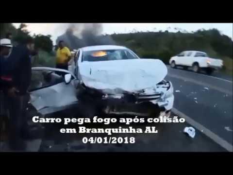 Em Branquinha carro pega fogo após colisão