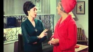 """Η Μαίρη Αρώνη ως Πάστα Φλώρα στο """"Μια Τρελή Οικογένεια"""". (από Khan, 10/08/13)"""