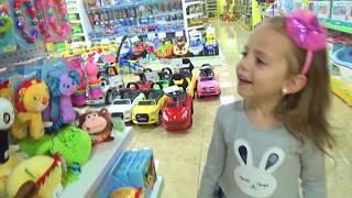 Маленький МАЛЫШ Настя и Арина КАК МАМА Куклы БАРБИ и Littlest Pet Shop Видео для детей