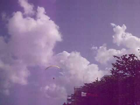 沖繩玩降落傘