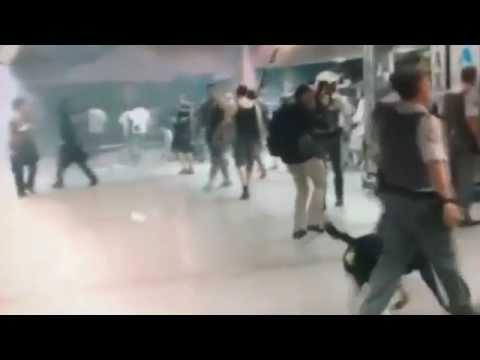 Torcedores do Corinthians cantam e a polícia, despreparada, começa a atirar