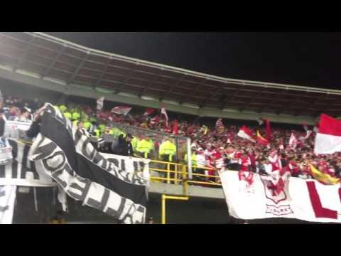 Así era el duelo de hinchadas en Bogotá.