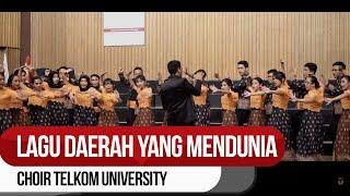 """Telkom University Choir Membawakan """"Benggong"""" di Austria"""