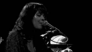 "Bat For Lashes ""Prescilla"" Live in MPLS"