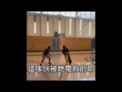 穆斯林女孩在籃球場上電爆對手,讓觀眾忍不住當起球評講解戰況