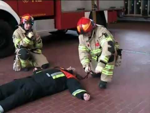 Feuerwehr Bandschlingen bei der Personenrettung  - Feuerwehrlabor Folge 2