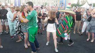 Мексиканцы празднуют  выход  на ПЛЕЙ ОФФ - Самара Fan fest
