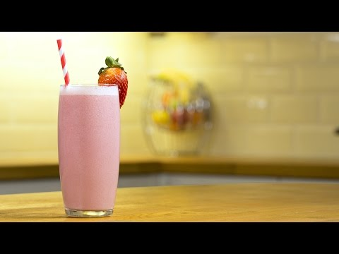 Video Non-Fat Strawberry & Banana Smoothie - Slow Juicer Recipes by Andrew James