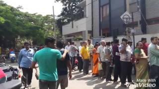 Banks rush at Bangalore Exchanging old money 500 & 1000