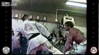 250lb BodyBuilder Vs 150lb JiuJitsu BlackBelt