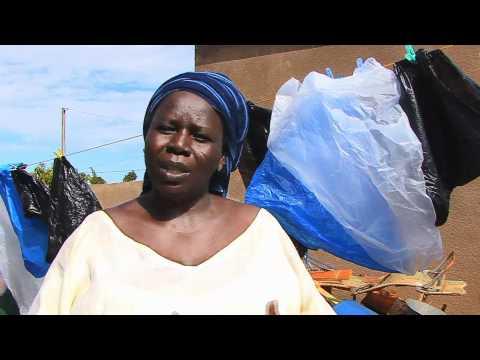 Recycler le plastique au Burkina Faso (Langue italienne)
