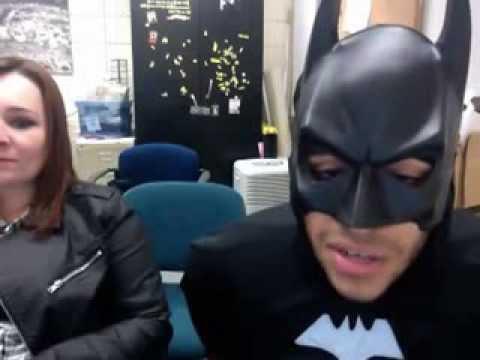 """Batman hát """"Vâng Trăng Khóc"""" quá đỉnh"""