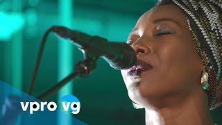 Fatoumata Diawara - Fenfo (live @TivoliVredenburg Utrecht)
