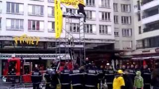 preview picture of video 'Téléthon: le fil rouge des pompiers de Boulogne-Billancourt'