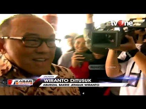 Aburizal Bakrie Jenguk Wiranto di RSPAD Gatot Subroto