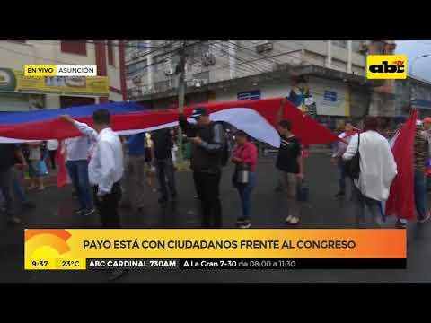 Payo está con ciudadanos frente al congreso