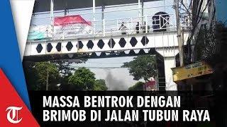Massa Aksi Bentrok dengan Brimob di Jalan KS Tubun Raya Jakarta Pusat