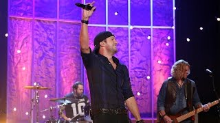Luke Bryan Performs 'Kick the Dust Up'
