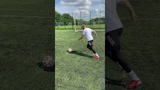 HOW TO TAKE THE PERFECT PENALTY! 🎯🥅 TUTORIAL #Shorts
