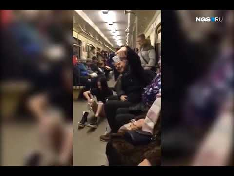 "Жизнь ради ""лайков"": Девушки побрились в вагоне метро"