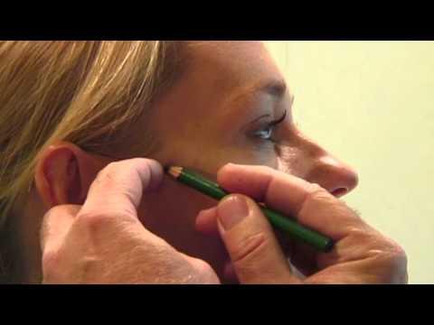 Lhuile pour les bretelles de la peau du paupières