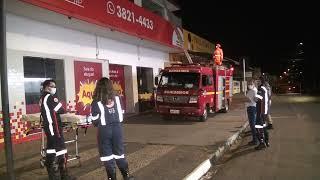 Na noite desta quarta-feira, um homem teve que ser contido por militares em Patos de Minas, após caminhar sobre telhados de imóveis no Centro da cidade.