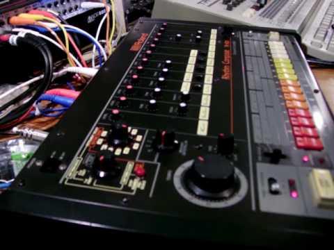 roland tr 808 drum machine synthtopia. Black Bedroom Furniture Sets. Home Design Ideas