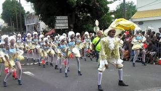 preview picture of video 'Golden Stars 114 - Grande Parade du Mardi Gras de Basse-Terre, Guadeloupe 2012'