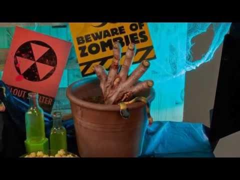 Déco DIY Halloween : la main de zombie hantée