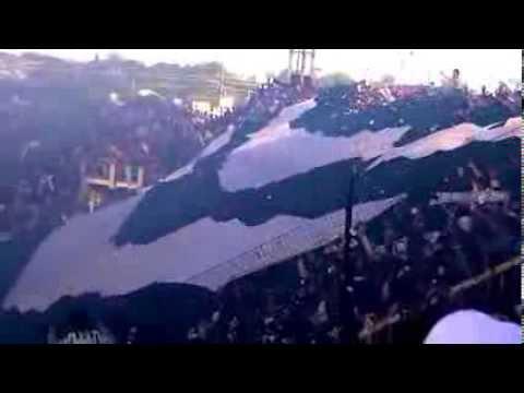 """""""Recibimiento de la hinchada a Chaco For Ever. Una fiesta albinegra!"""" Barra: Los Negritos • Club: Chaco For Ever"""