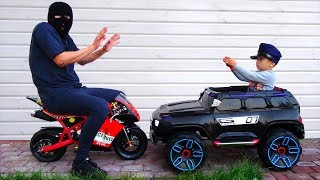 COPS Senya and Thief Daddy Playing the Profession of a Policeman Ride on Police Car