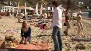 Extrait épisode 113 - La plage - tournage - VO