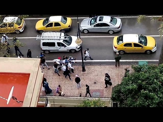 احتجاجات الأساتذة المتدربين أمام نيابة تطوان وتعنيفهم من طرف الأمن