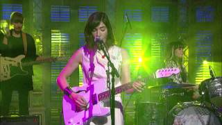 Sleater Kinney  A New Wave   David Letterman  2015 01 15