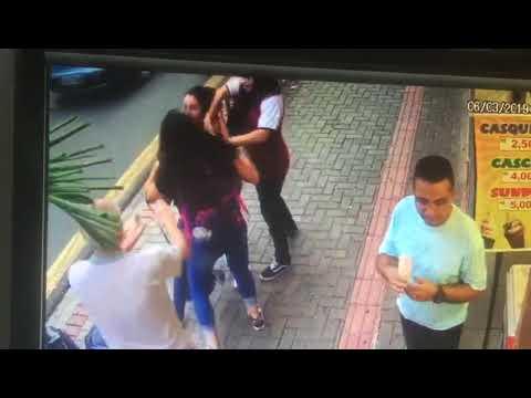 Botucatu: Vídeo flagra briga entre mulheres em calçada da Rua Amando de Barros; assista