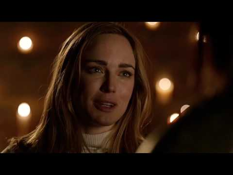 Sara and Guinevere Kiss – Legends of Tomorrow