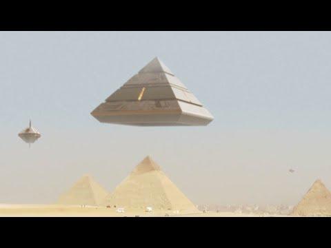 Amazing UFO Mothership lands on GIZA PYRAMID - Ancient Aliens are BACK !!! February 2018