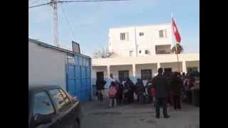 preview picture of video 'Salut du drapeau tunisien à l'école primaire cité du stade , Ben Arous , Tunisie.'